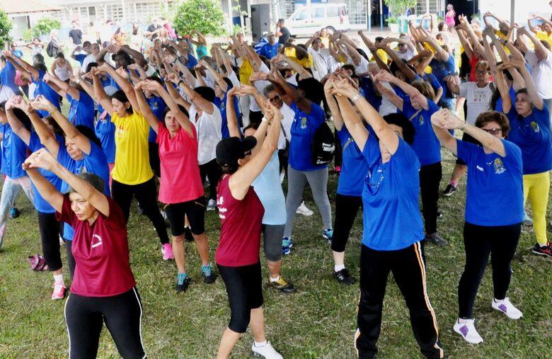 Prefeitura oferece atividades físicas com orientação de profissionais em vários pontos da cidade - Crédito: Divulgação