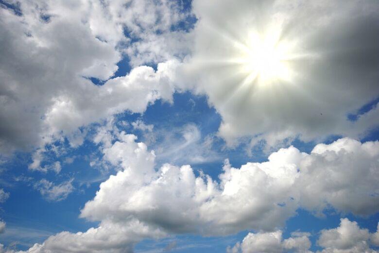 Sol aparece entre nuvens neste sábado de Carnaval -