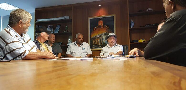 Assinado acordo coletivo que regulamenta carga horária dos vigias do município -