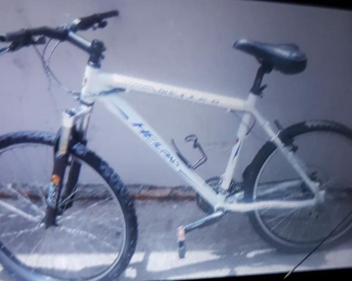 Armado com faca, ladrão leva bike de adolescente na Rua Larga - Crédito: Divulgação