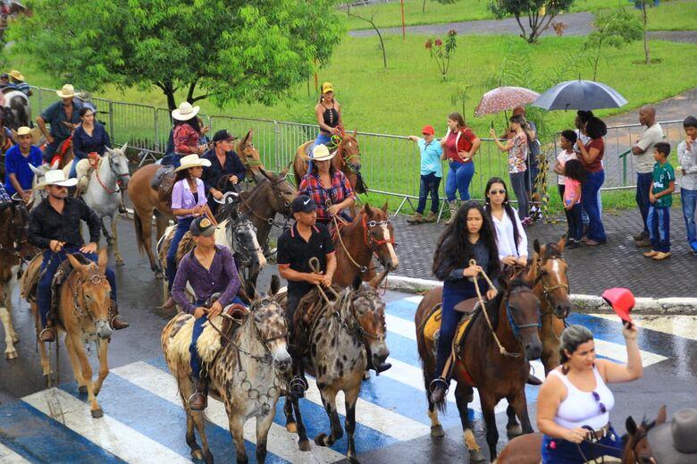 Apesar do tempo ruim, 5ª Cavalgada Solidária é realizada com sucesso - Crédito: Marco Lúcio