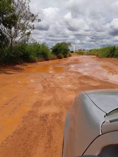 Em estrada de terra, local está intransitável - Crédito: Divulgação