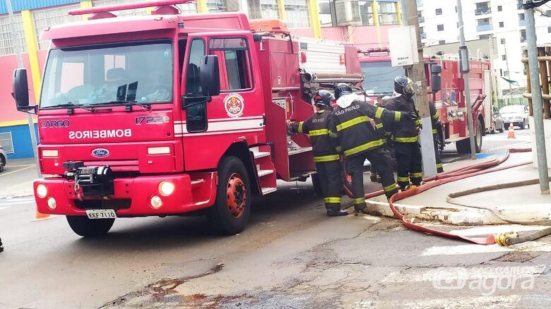 Corpo de Bombeiros trabalhando no local - Crédito: Maycon Maximino