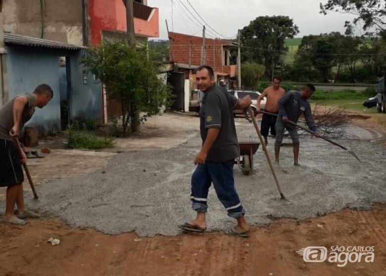"""Moradores durante o mutirão: """"dignidade para entrar em casa"""", disse Edileuza - Crédito: Divulgação"""