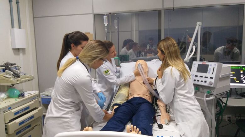 A ideia é contribuir para a capacitação de até 900 estudantes da área da saúde por ano - Crédito: Daniele Merola