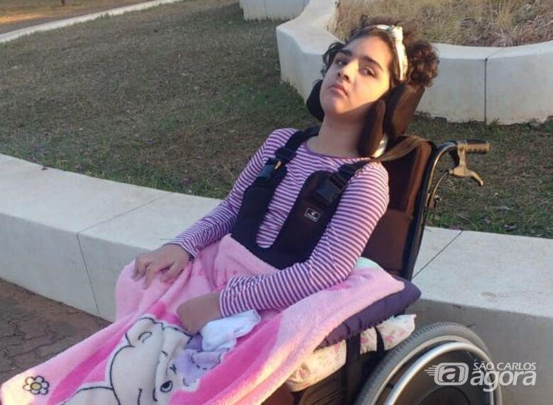 Aninha precisa de ajuda para continuar o tratamento - Crédito: Divulgação
