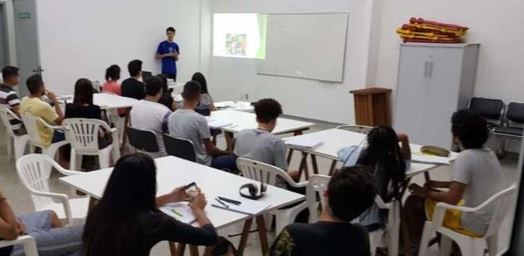 Cursinho auxiliária estudantes de famílias carentes - Crédito: Divulgação