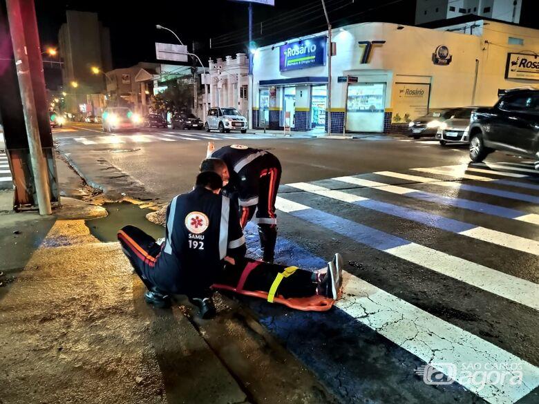 Motociclista fica ferido após colisão com carro em cruzamento no Centro - Crédito: Luciano Lopes