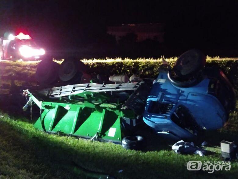 Motorista se perde e capota caminhão em rodovia - Crédito: Luciano Lopes