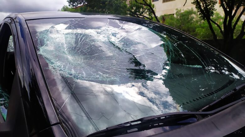 Vidro danificado do Fox: uma noite nada feliz no motel da WL - Crédito: Maycon Maximino