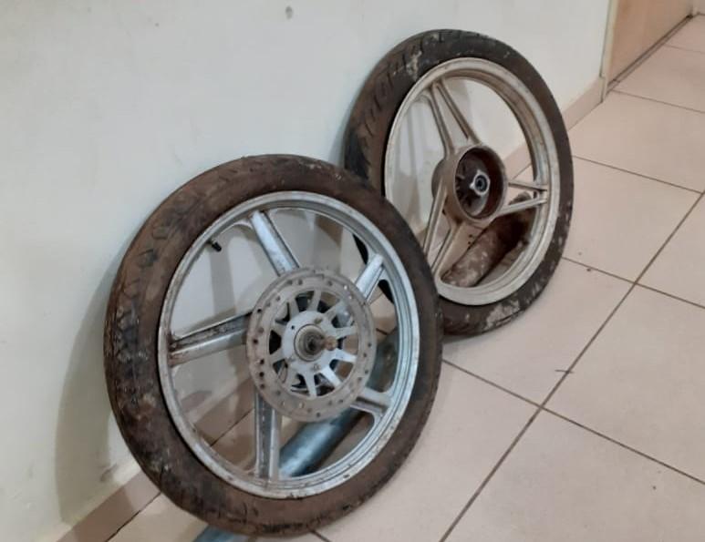 Os pneus foram recuperados pela Polícia Militar - Crédito: Divulgação