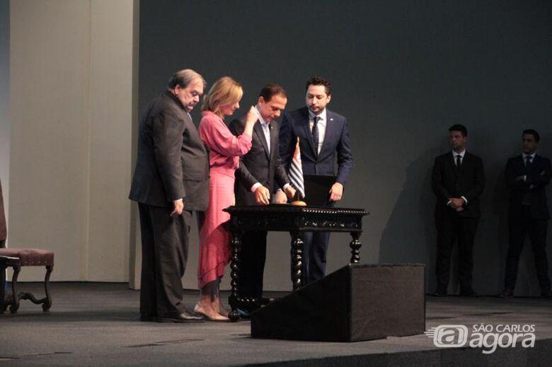 Momento em que Doria assinava os documentos para repasse de recursos - Crédito: Divulgação
