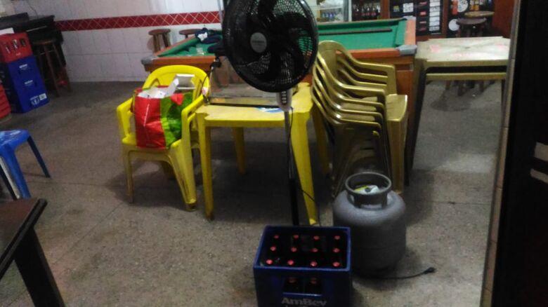 Ladrão é flagrado furtando bar no Santa Felícia - Crédito: Marco Lúcio