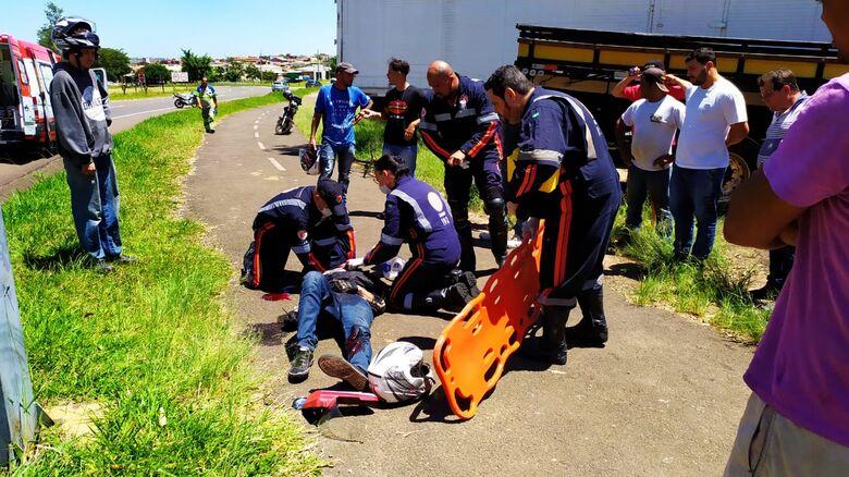Motociclista que sofreu acidente na entrada do Aracy está na UTI - Crédito: Maycon Maximino
