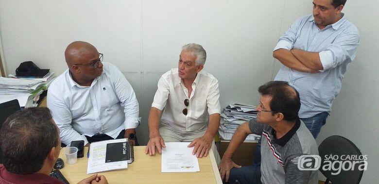 Na segunda reunião, Malabim atendeu as demandas da Associação de Moradores do Bairro Jardim Acapulco - Crédito: Divulgação