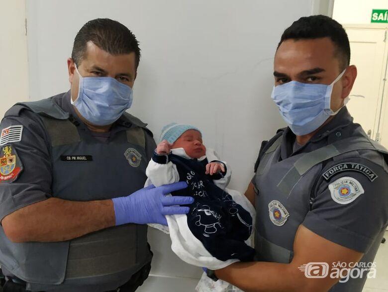 Gestante entra em trabalho de parto e recebe ajuda de policiais militares em São Carlos - Crédito: Luciano Lopes/São Carlos Agora