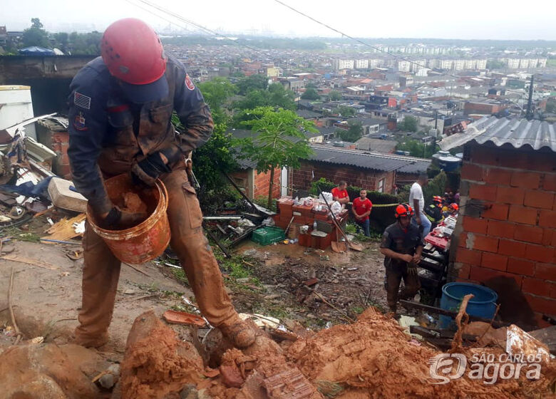 Sobe para 16 o número de mortos após fortes chuvas na Baixada Santista - Crédito: Douglas Arrais /COM/SOC/CB