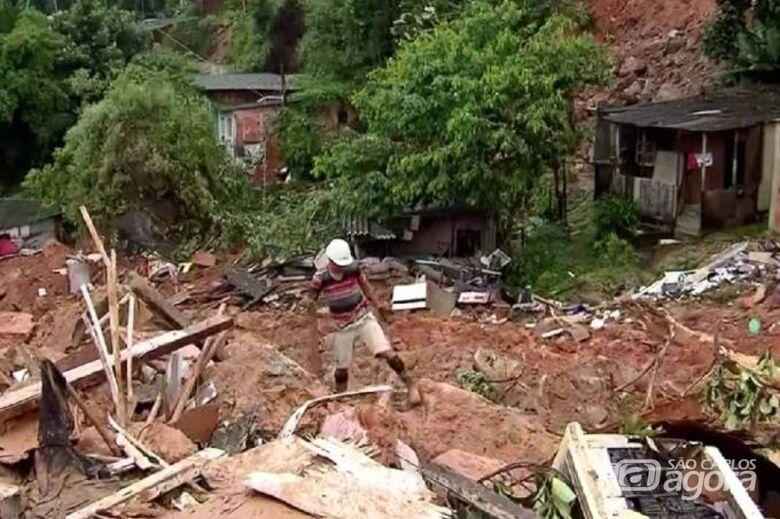 Desabamento no Guarujá devido ao temporal deixou mortos - Crédito: TV Globo/Reprodução