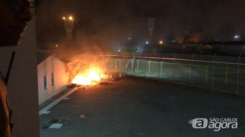 Detentos fazem rebelião no Pemano em Tremembé; bombeiros foram acionados para apagar incêndio em colchões — Foto: Arquivo pessoal -