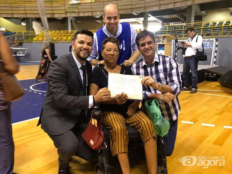 O vereador Rodson Magno vem auxiliando os moradores a conseguir a escritura definitiva desde seu primeiro mandato - Crédito: Divulgação