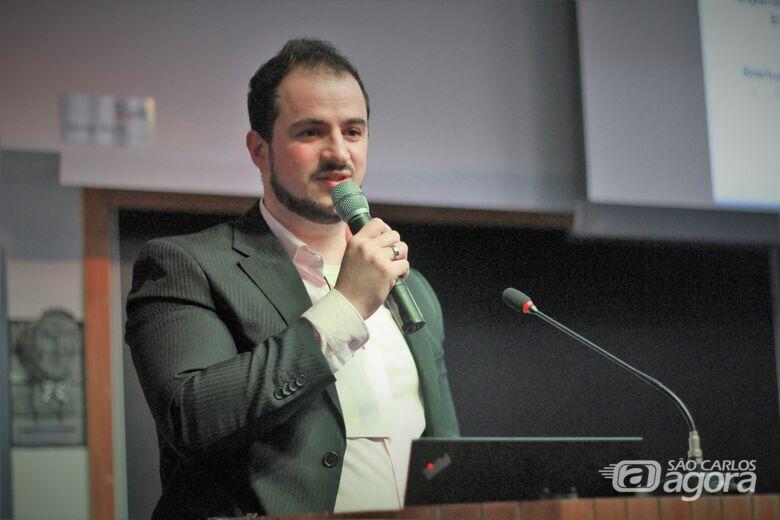 Murilo Gazzola faz doutorado no ICMC, sob orientação da professora Sandra Aluísio - Crédito: Reinaldo Mizutani
