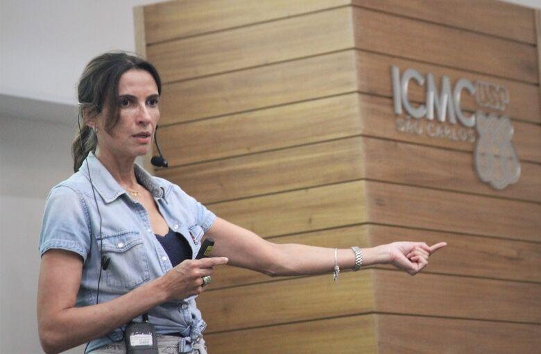 """""""São considerados inaceitáveis nos dias de hoje padrões de investigação empregados até bem pouco tempo atrás. Nesse sentido, o maior dos desafios é a conscientização dos pesquisadores de que a normativa cria um pacto"""", explica Ana Paula, que também é Asse - Crédito: Denise Casatti"""