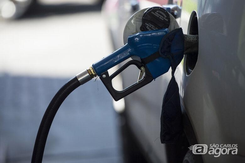 Preço da gasolina cai 9,5% e do diesel 6,5% nas refinarias - Crédito: Agência Brasil