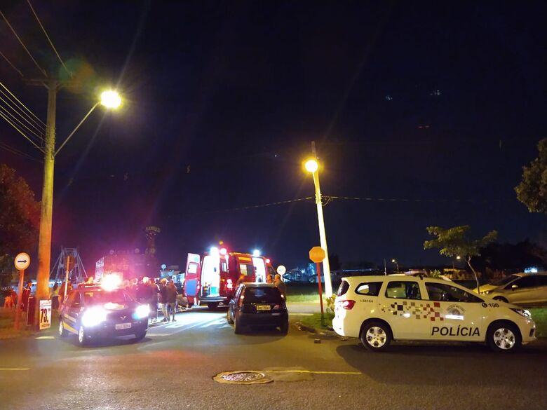 Carro é atingido por moto após motorista avançar sinal de pare - Crédito: Luciano Lopes