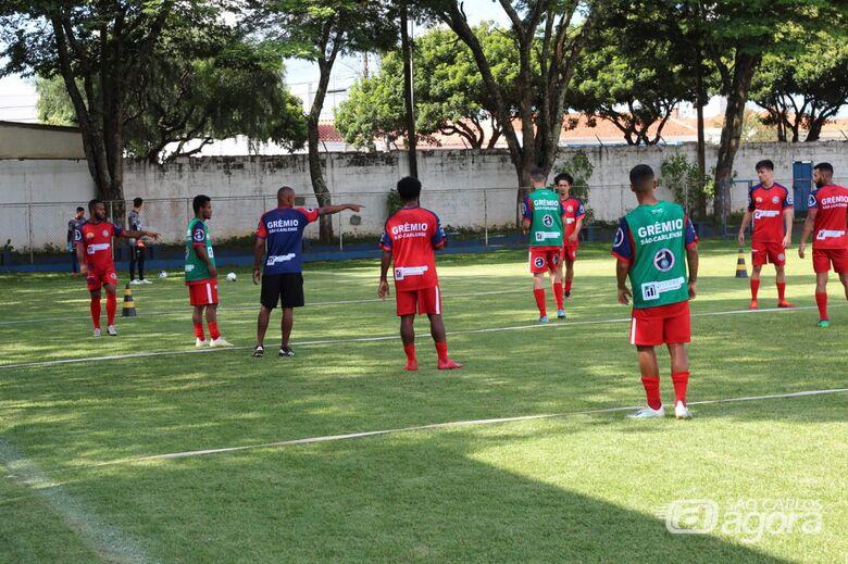 """Marcus Vinícius durante treino no Zuzão: """"estamos começando a trabalhar com a bola"""" - Crédito: Marcos Escrivani"""