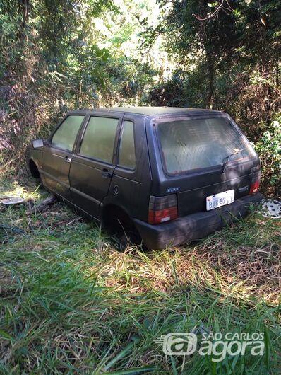 Uno furtado em Araraquara é abandonado em mata em fazenda de São Carlos - Crédito: Maycon Maximino