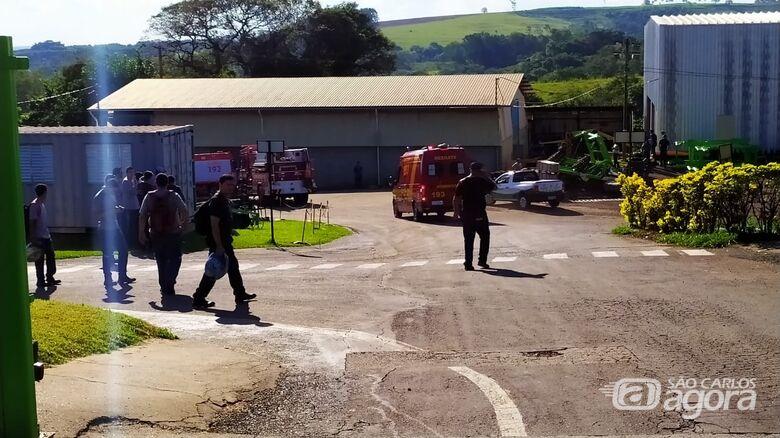 Equipes de socorro na empresa onde ocorreu a fatalidade - Crédito: Maycon Maximino