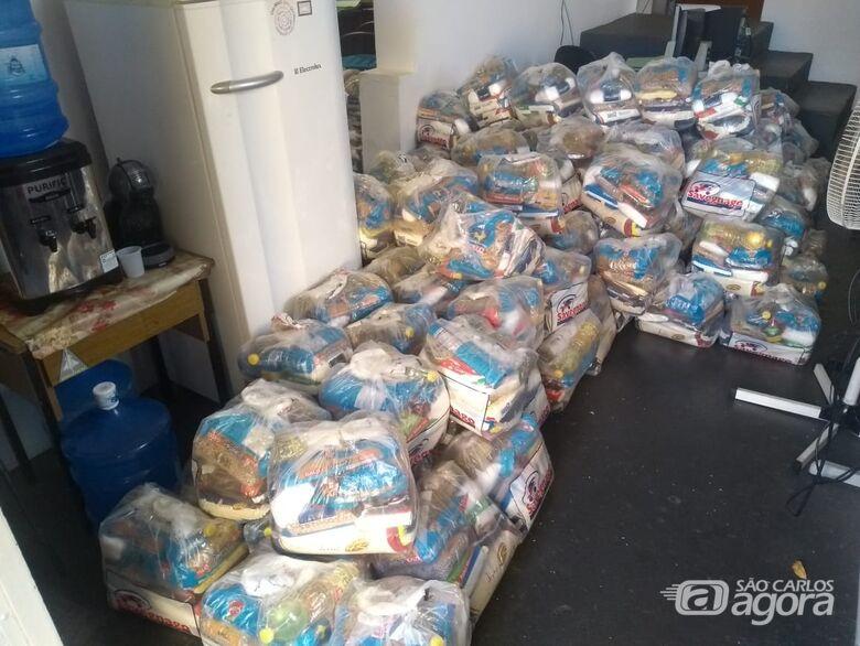 Prefeitura entrega cestas básicas para ambulantes, catadores de recicláveis e famílias da economia solidária - Crédito: Divulgação