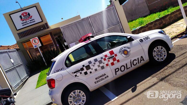 Ladrão estoura vidro de carro e rouba bolsa de mulher - Crédito: Arquivo/SCA
