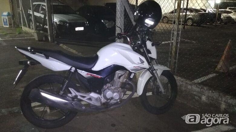 A dupla de criminosos estava em uma moto - Crédito: Luciano Lopes