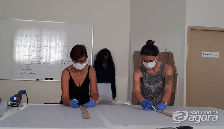 Mãos que tecem a esperança e solidariedade confeccionam máscaras para o HU - Crédito: Divulgação