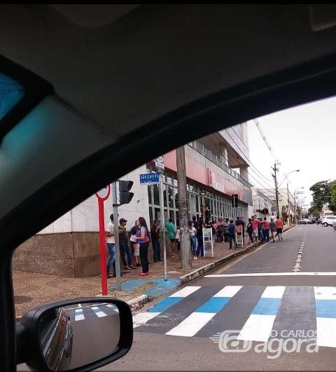No centro, nova aglomeração em frente a agência bancária - Crédito: Divulgação