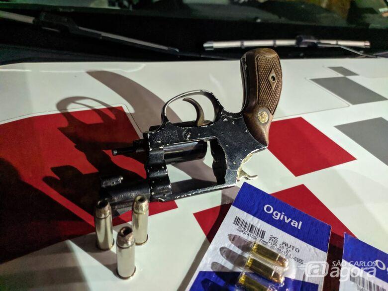 Homem é preso em flagrante por porte ilegal de arma de fogo - Crédito: Maycon Maximino