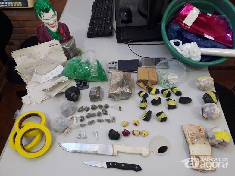 Droga e material apreendidos pela PM - Crédito: Maycon Maximino
