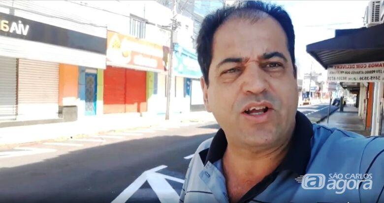 """Vereador Sérgio Rocha no centro comercial: """"Lojas têm que voltar a funcionar na cidade"""" - Crédito: Divulgação"""