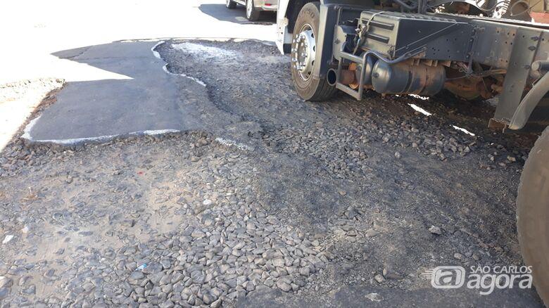 Ruas na Vila Monteiro estão em péssimo estado e aguardam por serviços de recapeamento - Crédito: Divulgação