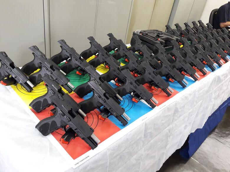 Pistolas adquiridas pela Prefeitura e que serão utilizadas pelos guardas municipais - Crédito: Arquivo/SCA