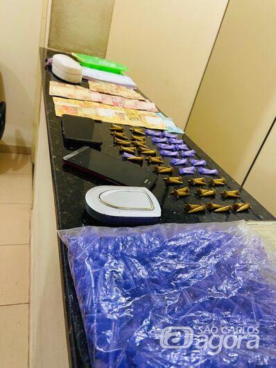 Força Tática desmancha refinaria de drogas e prende casal de traficantes - Crédito: Divulgação