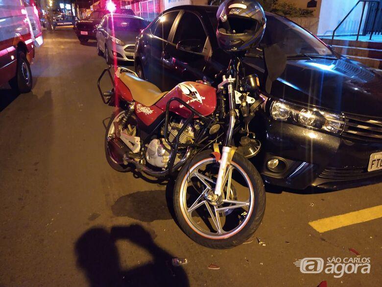 Colisão entre carro e moto deixa jovem ferido na Vila Nery - Crédito: Luciano Lopes