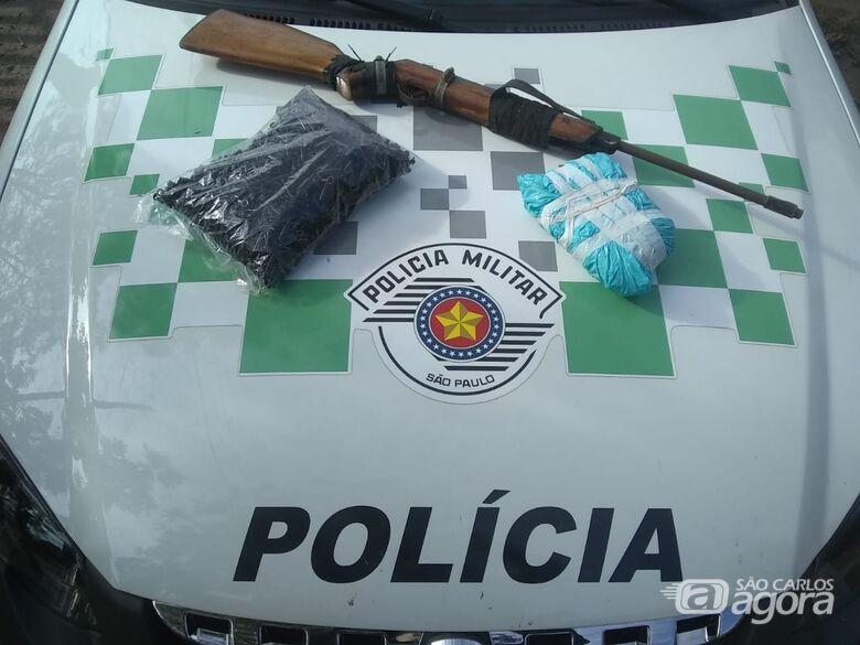 Droga, eppendorfs e espingarda apreendidos durante operação - Crédito: Colaborador/SCA