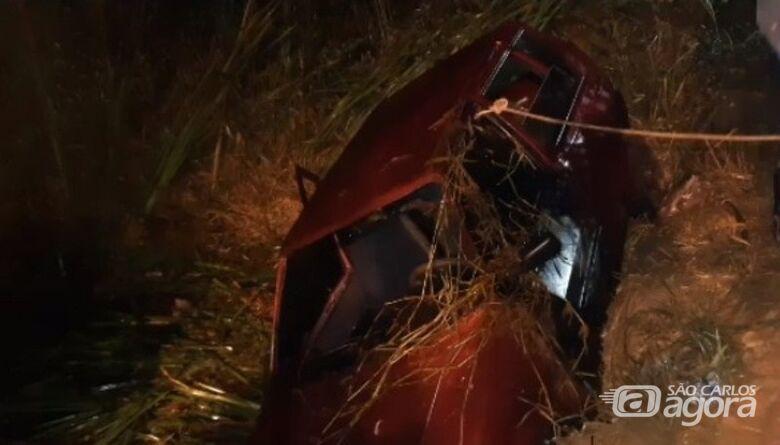 Seis pessoas morrem após carro cair em córrego em cidade da região - Crédito: Leme Digital