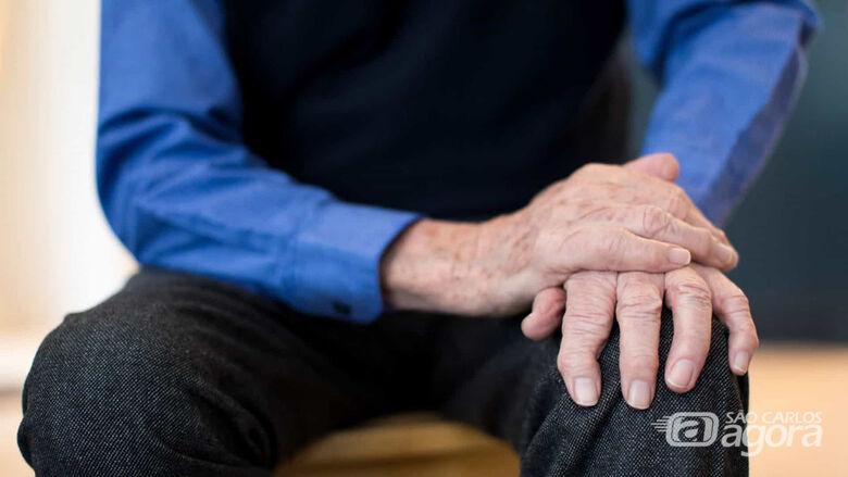 Equipamento desenvolvido no IFSC/USP São Carlos devolve qualidade de vida a pacientes com doença de Parkinson - Crédito: Divulgação