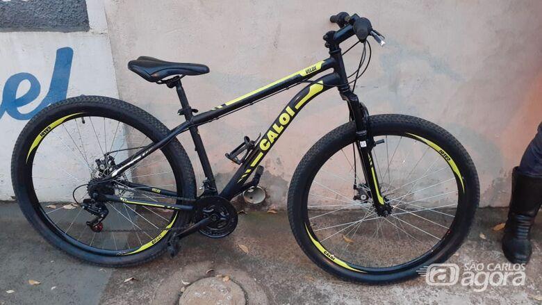 ROCAM flagra morador de rua com bicicleta furtada - Crédito: Divulgação