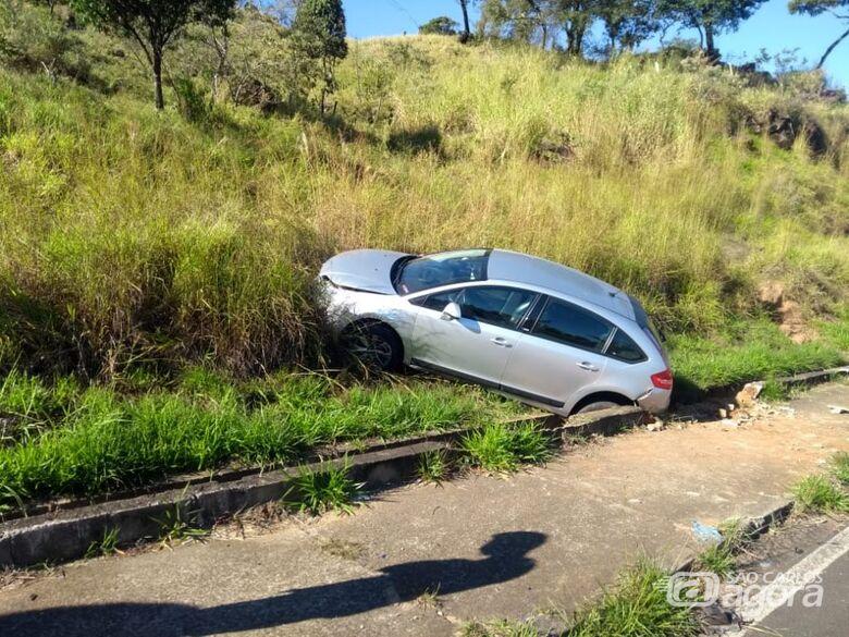 Motorista se envolve em acidente após perder controle ao desviar de bicicleta motorizada na Serra do Aracy - Crédito: PMSC