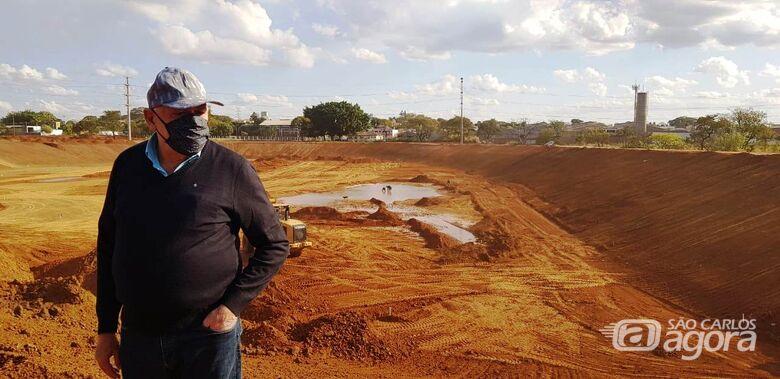 Airton acompanha obras de construção do piscinão da CDHU - Crédito: Divulgação
