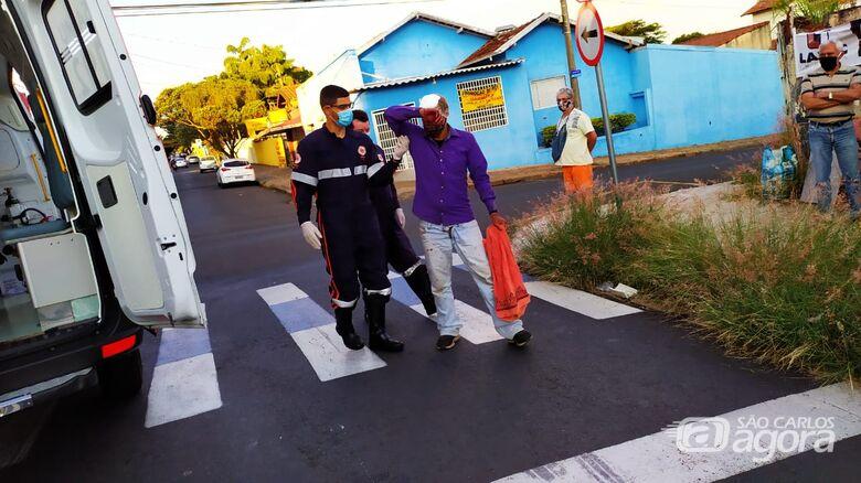 Morador de rua é agredido após derrubar motoboy da motocicleta - Crédito: Maycon Maximino